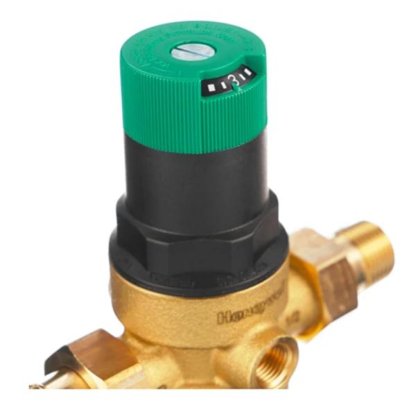 FK06 АА reguliator davlenia 800x800 1 Фильтр для предварительной очистки холодной воды от механических примесей - частиц ржавчины, волокон пеньки, песчинок, защиты сантехники, бытовой техники подключенной к водопроводу.